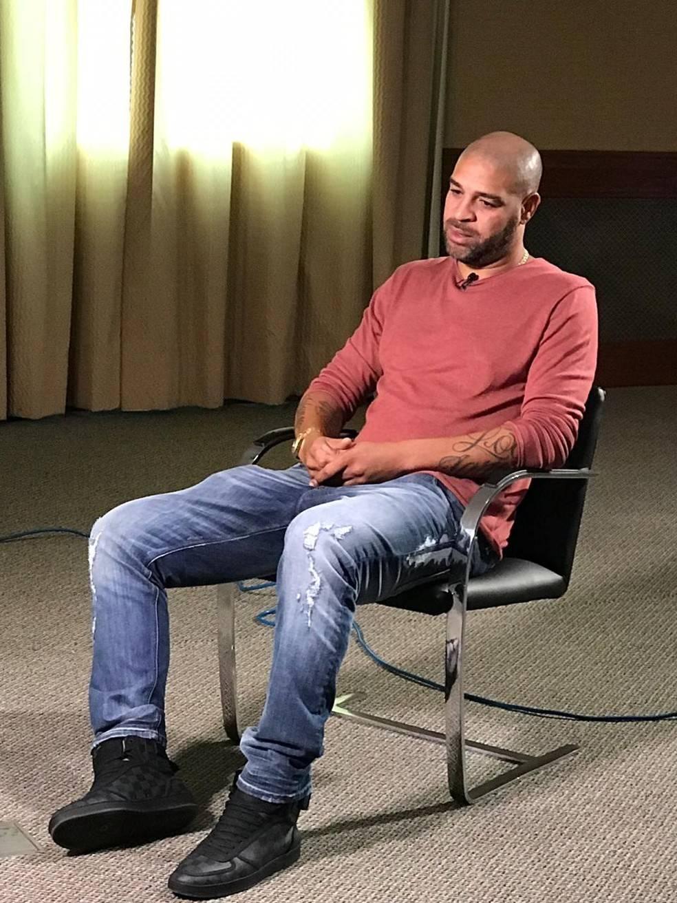 Adriano usou a emissora carioca para se desculpar com o São Paulo e Corinthians