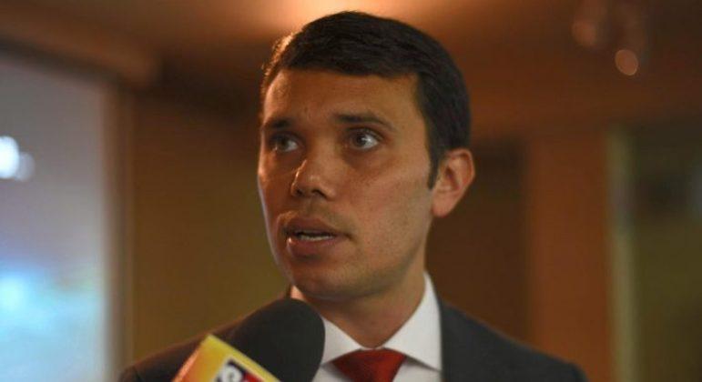 O presidente da Federação Mineira de Futebol, Adriano Aro, já foi consultado