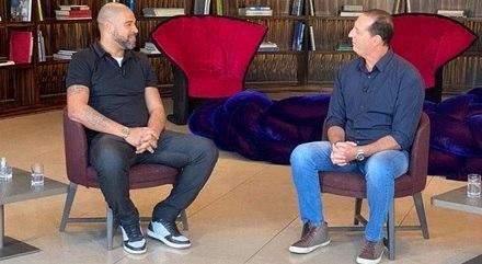 Adriano durante entrevista a Benjamin Back