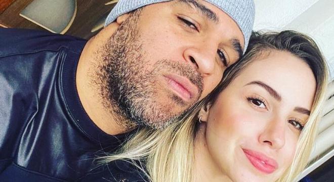 Adriano e Victória estavam juntos desde 2019