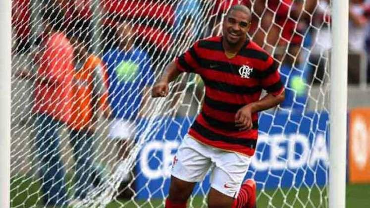 Adriano foi revelado pelo Flamengo e se destacou, até que foi vendido para a Inter de Milão, em 2001. Em 2009, após anos no futebol europeu e uma passagem breve pelo São Paulo, o Imperador retornou ao Rubro-Negro para conquistar o Brasileirão daquele ano.
