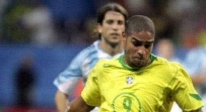 Adriano Imperador desequilibrou para o Brasil na final de 2005. Marcou duas vezes na goleada de 4 a 1 sobre a Argentina. E ainda teve o baile