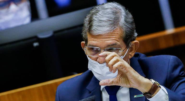 Presidente da Petrobras diz que crise hídrica deve durar até novembro