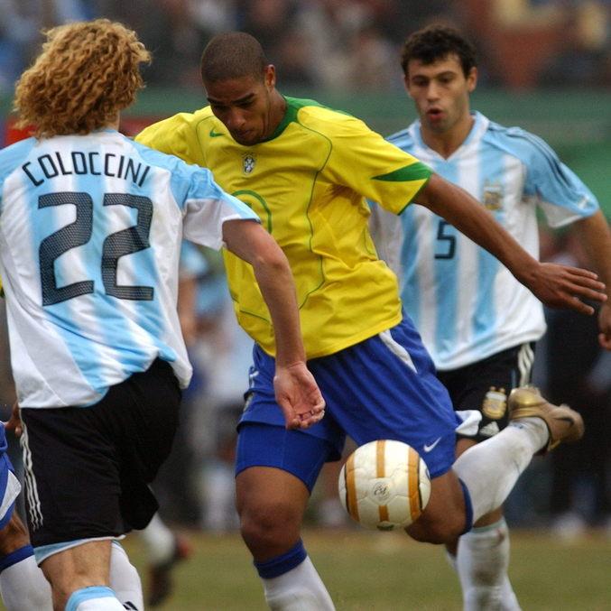Adriano marcou o gol de empate aos 47 minutos do segundo tempo