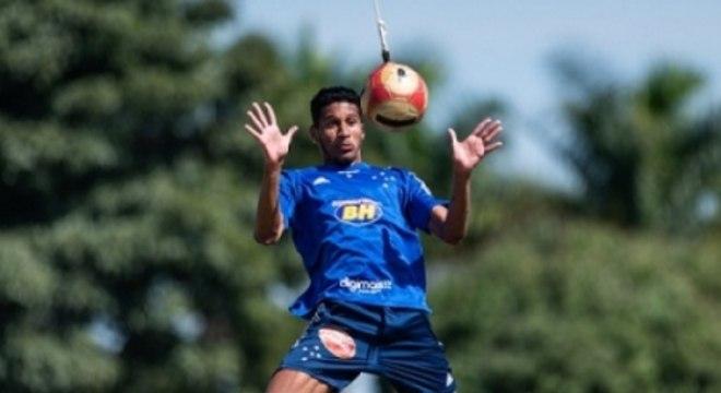 Adriano tem tido mais espaço na equipe azul em 2021 com Felipe Conceição