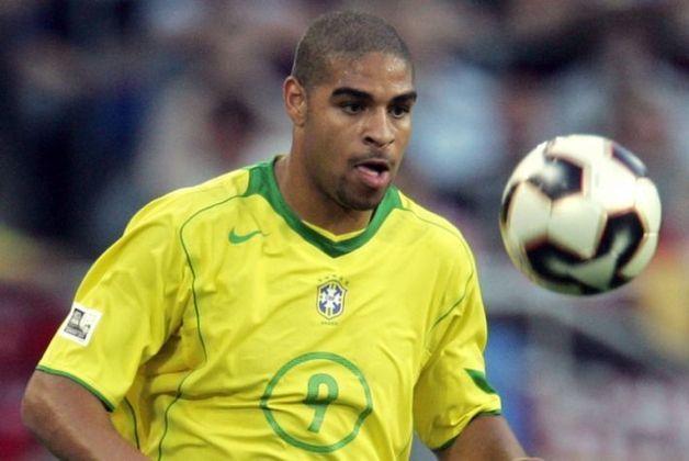 ADRIANO vem em seguida com 27 gols. O Imperador, decisivo na Copa América de 2004 e campeão da Copa das Confederações de 2005, também esteve na Copa do Mundo de 2006.