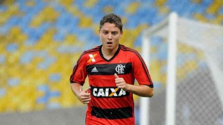 """Adryan foi revelado pelo Flamengo em meio a comparações com o ídolo do Rubro-Negro, Zico. No entanto, após passagens pelo futebol europeu, """"O Novo Zico"""" não vingou e no momento está sem clube. A última camisa que vestiu foi a do Avaí."""
