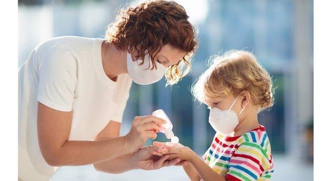 Crianças não estão imunes ao vírus e há casos graves relatados, mas em geral seu sistema imune responde de modo diferente à covid-19, segundo as evidências iniciais