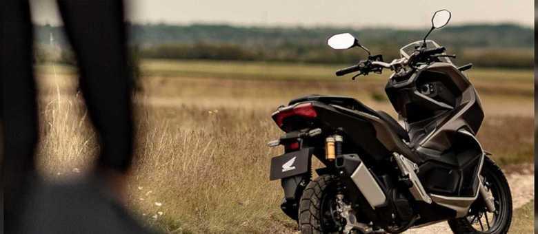 ADV 150 terá maior curso de suspensão e detalhes inspirados nas motos trail