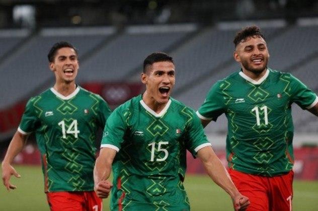 Adversário do Brasil nas semifinais da Olimpíada de Tóquio, a seleção mexicana chega a reta final do torneio com o melhor ataque do torneio e alguns jogadores muito conhecidos pelos brasileiros, como o experiente goleiro Ochoa. Confira todos os convocados pelo México para a disputa das Olimpíada 2020.