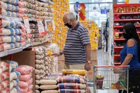 Movimentação em supermercado de São Paulo
