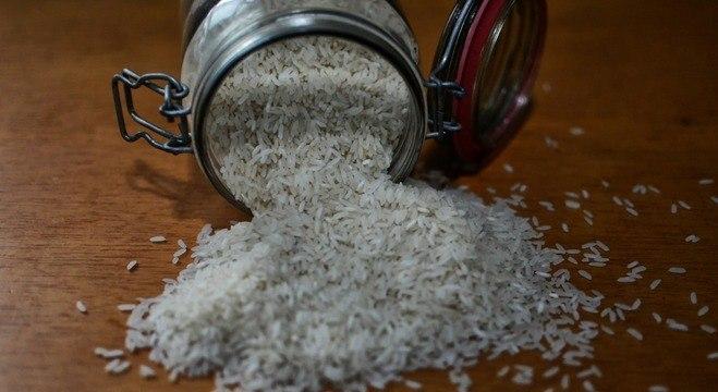 Preço do pacote de 5kg do arroz foi de R$ 12,78 para R$ 21,83