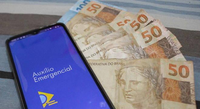 Caixa credita neste sábado auxílio emergencial para 6,5 milhões de beneficiários