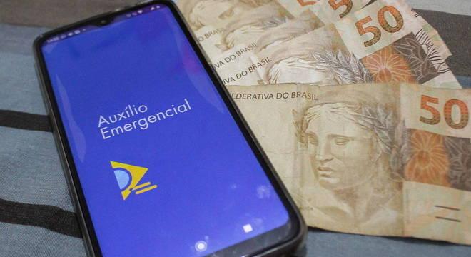Governo desiste de fracionar auxílio emergencial