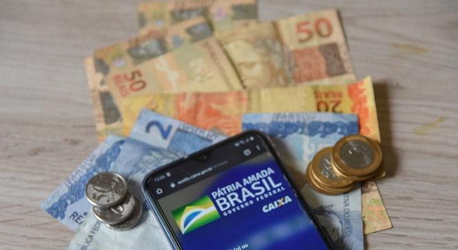 Em dois meses, já foram pagos R$ 49,9 bilhões em auxílio emergencial