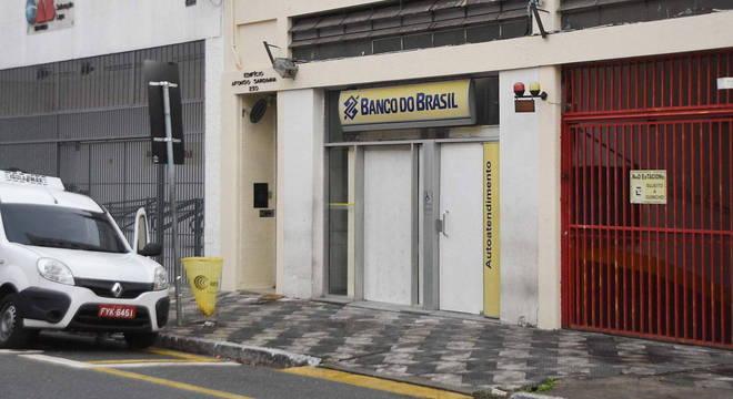 Agência do BB, em SP, foi alvo de criminosos em dia de pagamento
