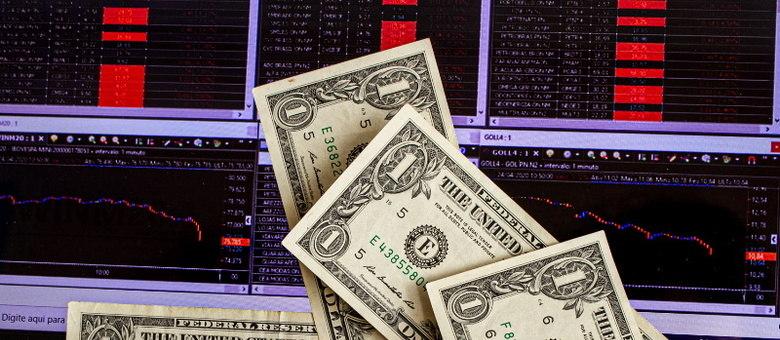 Dólar cai ante real e Bolsa opera em alta no início desta quarta-feira (23)