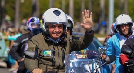 Bolsonaro passeia no Dia das Mães em Brasília