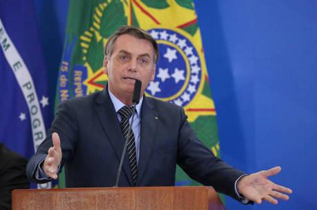 """Bolsonaro: """"Em grupos de WhatsApp troco mensagens pessoais"""""""