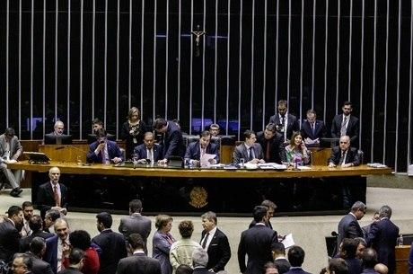 Plenário da Câmara vota destaques da Previdência