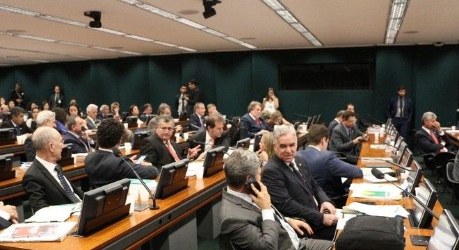 Felipe Francischini pode derrubar pedidos em bloco