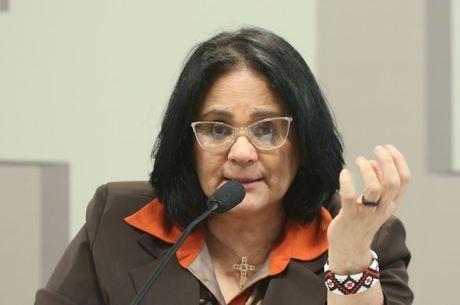 Ministra defende formação do professor contra suicídio