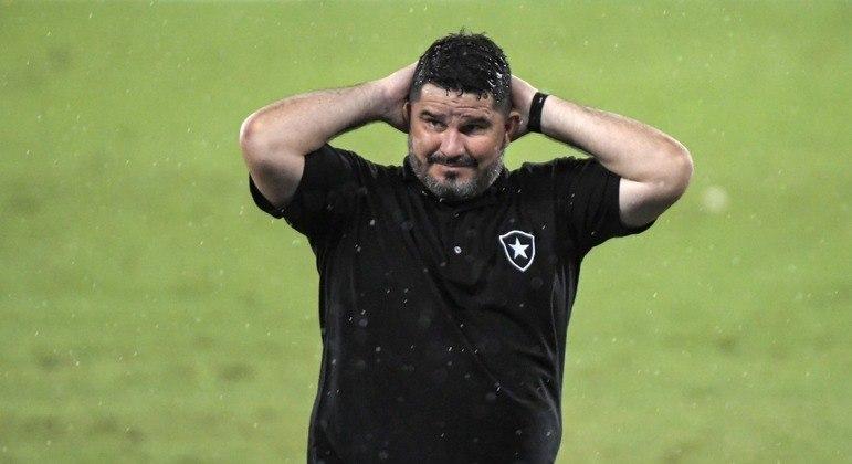 Eduardo Barroca, do Botafogo, lamenta o rebaixamento da equipe