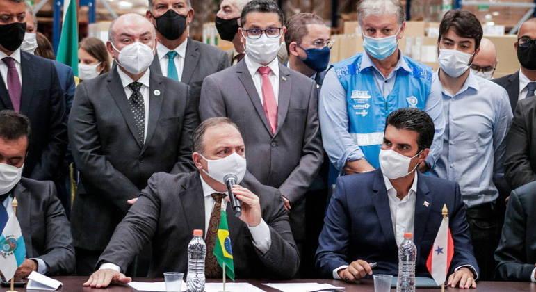 Pressionado por governadores, Pazuello cedeu e autorizou vacinação a partir desta segunda