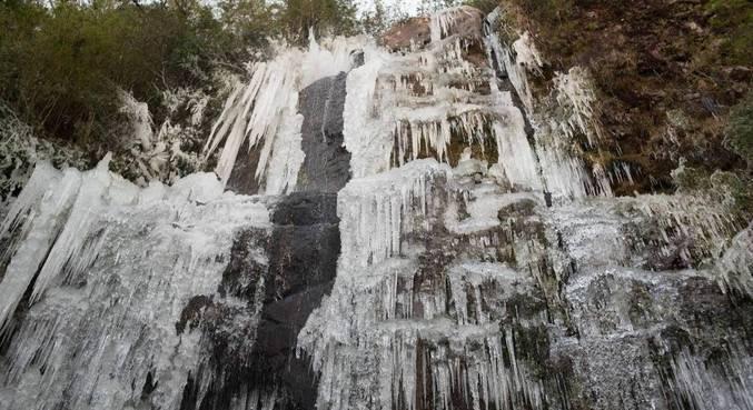 Temperaturas chegaram a -8ºC em Urupema (SC), cidade mais fria do país, nesta sexta-feira (30)