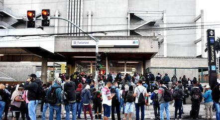Metrô está em greve desde meia-noite desta quarta (19)