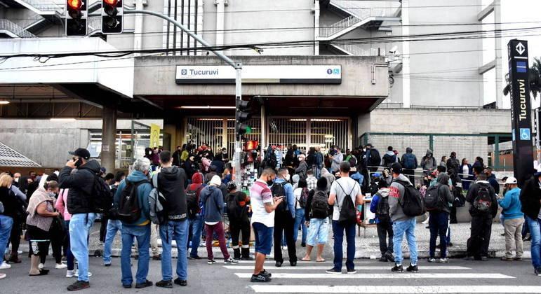 Em greve, Metrô de SP retoma circulação parcial de trens por volta de 7h
