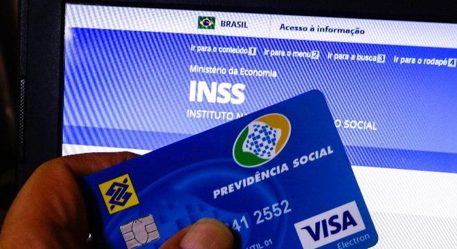 Segurado pode acompanhar pagamento pelo Meu INSS e telefone 135