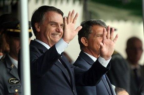 Bolsonaro acompanha formatura em Agulhas Negras