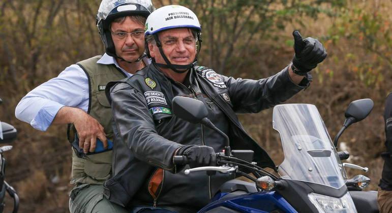 Jair Bolsonaro participou de uma motociata no agreste de Pernambuco neste sábado