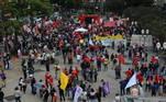 Centenas de pessoas estão aglomeradas no local, na cidade do interior de São Paulo