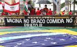 Acima, o protesto contra o presidente Jair Bolsonaro na Praça doDerby, na capital pernambucana