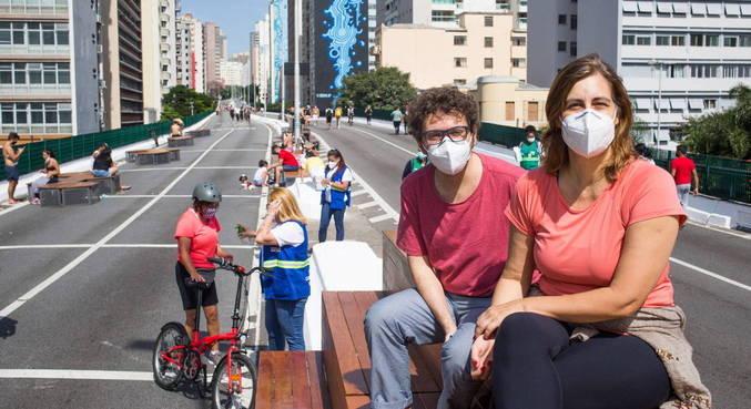 Em fase de transição, cidade de São Paulo colocou bancos de madeira no Minhocão