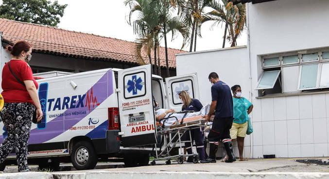 Hospitais de São Paulo estão abarrotados de pacientes com covid-19 na UTI