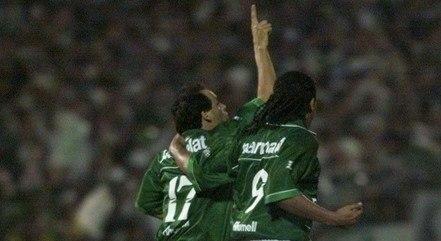 Evair e Oséas na final da Libertadores em 1999