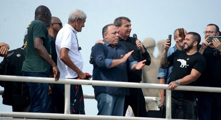 Pazuello participa de ato ao lado do presidente Bolsonaro no domingo (23) no Rio de Janeiro