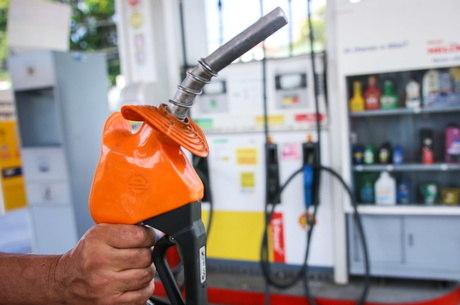 Preço de gasolina já caiu 50% nas refinarias