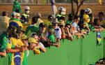 Os manifestantes já começaram a chegar à Esplanada dos Ministérios, em Brasília, nesta terça-feira (7). O ato marca o Dia da Pátria, comemorado em 7 de Setembro, e destaca o apoio ao presidente da República, Jair Bolsonaro, e críticas ao STF (Supremo Tribunal Federal)