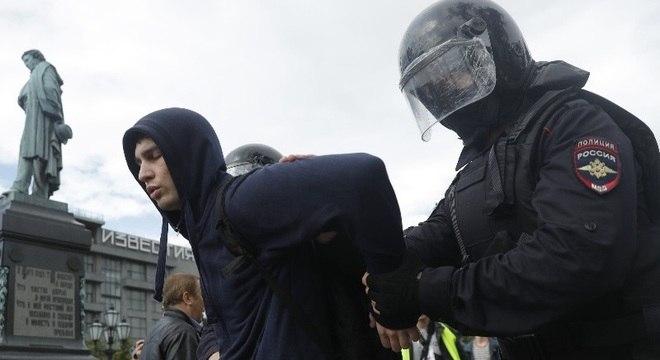 Manifestantes pedem eleições livres
