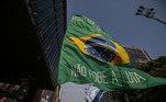 Manifestantes protestam de forma pacífica na capital paulista contra o presidente Jair Bolsonaro (sem partido) e em revolta à marca fúnebre de meio milhão de mortos por covid-19