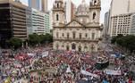 No Rio de Janeiro, desde a manhã deste sábado manifestantes lotaram as ruas da cidade