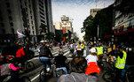 Ciclistas se juntaram aos protestos na Paulista, com faixas e cartazes pedindo a saída do presidente e vacinação para todos