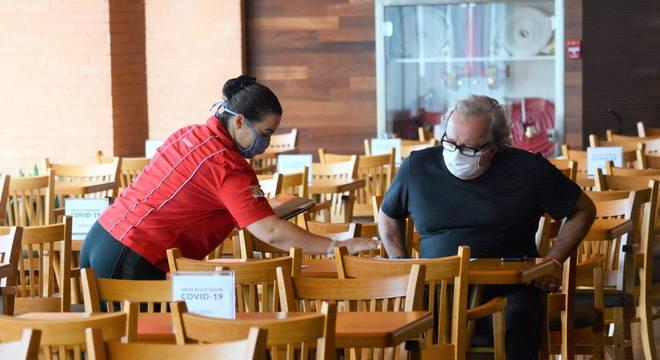 Uma da normas para os restaurantes foi o espaçamento entre as mesas