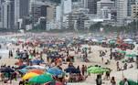 Movimentação na orla da praia do Arpoador, na zona sul do Rio de Janeiro, nesta segunda- feira, 15 de fevereiro de 2021, que deveria ser carnaval, mas foi cancelado em meio à pandemia do coronavírus (covid-19). Mesmo com a proibição muitas pessoas resolveram se aglomerar nos diversos pontos da cidade.