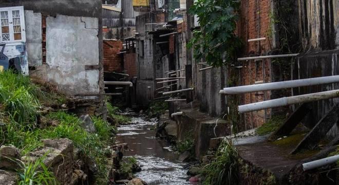 Zona sul de São Paulo é uma das áreas mais prejudicadas pela falta de rede de esgoto