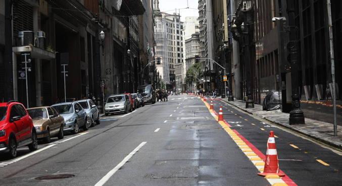 Região da 25 de Março, na fase vermelha do Plano São Paulo, neste domingo